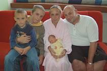 Janě Svobodové a Milanovi Šestákovi z Litoměřic se 11.9. ve 14.27 hodin narodila v litoměřické porodnici dcera Aneta Šestáková (49 cm, 3,4 kg). Na snímku i s bratry Tomášem a Martinem.
