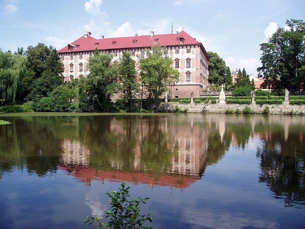 Státní zámek v Libochovicích. Archivní foto