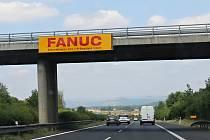Na dálnici D8 u Roudnice nad Labem se vrátil odstraněný billboard.