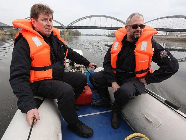 Policisté mohou měřit rychlost  na vodě. Zaměří se i na rybáře