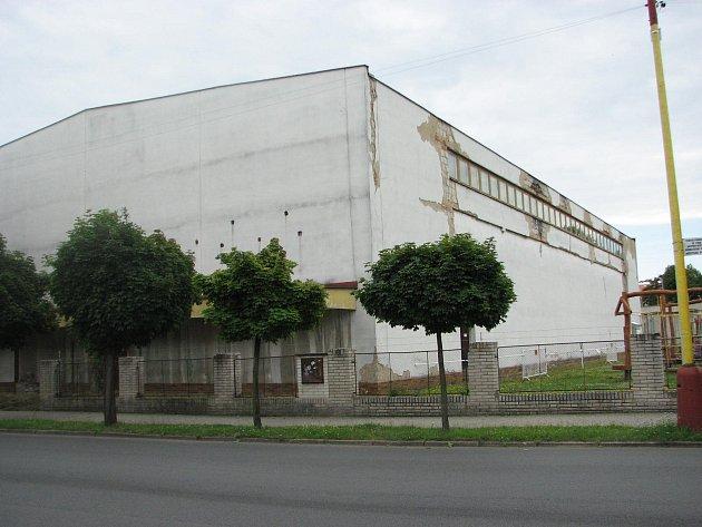 Sportovní hala se bude opravovat.
