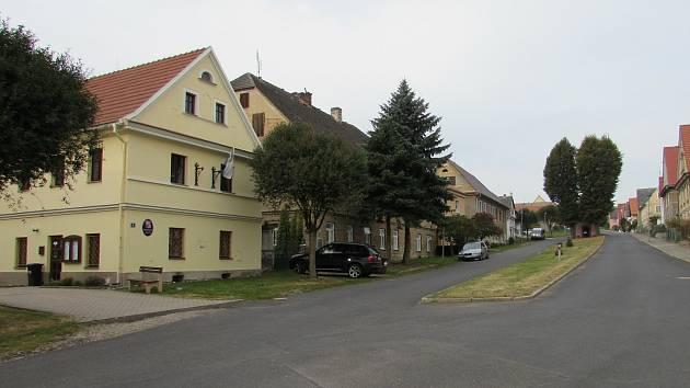 Obec Chotiněves.