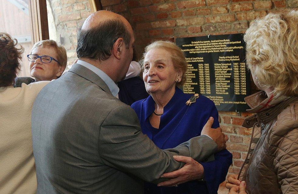 Návštěva Madeleine Albright v Terezíně ff143bb859