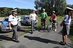Dopravní policisté z Litoměřic prováděli u Židovic na cyklostezce kontroly cyklistů na požití alkoholu a technický stav kol.