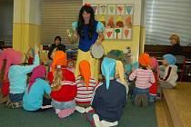Jednoho z předškolních kurzů na lovosické 1. základní škole se v úterý odpoledne zúčastnilo dvacet dětí. Program tohoto setkání byl zaměřen především hudebně.