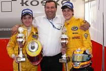 Jiří Skula (vlevo), šéf týmu Martin Matzke st. a Martin Matzke ml. měli po závodech v Hockenheimu důvod k úsměvům, MM Racing totiž dosáhl nejlepšího umístění v sezoně.