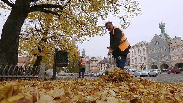 Podzimní úklid města Litoměřice je v plném proudu