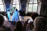 Divadelní pohádka hraná v interiérech zámku.