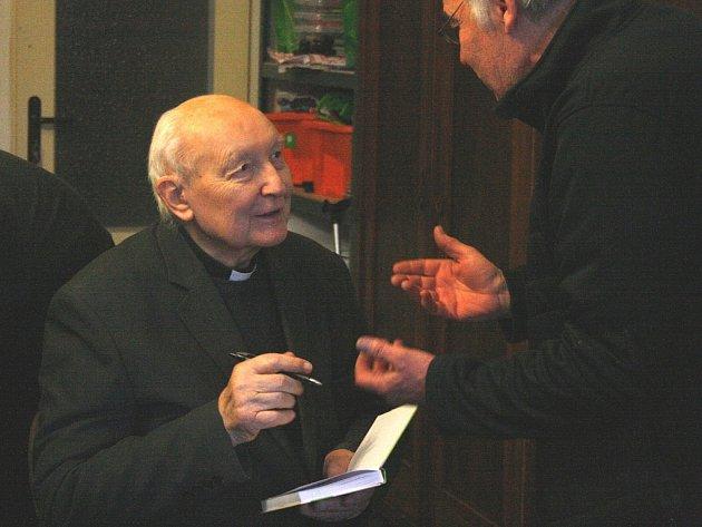 Dne 2. února 2014 zažilo roudnické proboštství velmi příjemný den. Na pozvání zdejšího administrátora, důstojného pána Mgr. Martina Brousila, přijel bývalý roudnický kněz, vězeň komunistického režimu, Mons. ThLic. Bohumil Kolář.