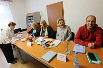 Ve Lhotce nad Labem proběhly v sobotu 16. března opakované komunální volby z roku 2018