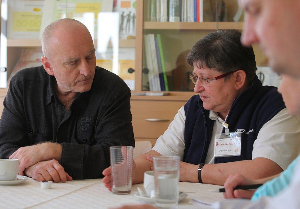 Průvodkyní po litoměřickém Hospicu sv. Štěpána byla poslanci Stanislavu Berkovcovi vrchní sestra zařízení Zdeňka Pixová. Návštěvy a následné diskuze se zúčastnili také místostarosta Litoměřic Pavel Grund a radní Lukas Wünsch.