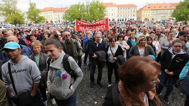 Stovky lidí protestovaly proti prodeji litoměřické nemocnice