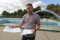 Městské koupaliště v Lovosicích zůstává mimo provoz. O tom, co s ním dál, se chce radnice poradit s veřejností. Podle místostarosty Šumy (na snímku) na podzim připravuje anketu.