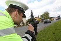 Policisté v rámci celorepublikové akce Speed marathon měřili rychlost například v Terezíně. Měřící místa navrhovali občané.