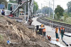 Oprava trati u Třeboutic.
