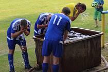 V první polovině víkendu trápilo fotbalisty horko.