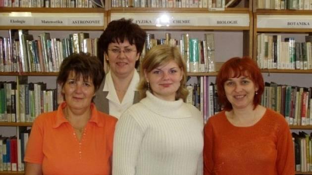 Kolektiv knihovnic z roudnické knihovny.