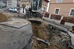 Oprava vodovodu v ulici Na Kocandě.