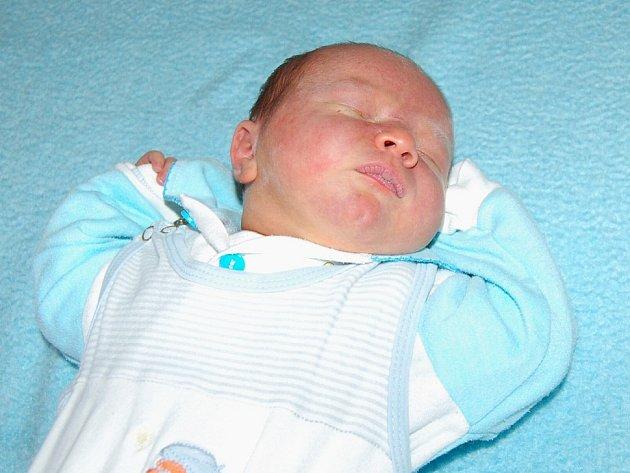 Pavle Kořínkové a Jaroslavu Malému z Lovosic se 22.9. ve 12.25 hodin narodil v Litoměřicích syn Jaroslav Malý (51 cm, 3,77 kg).