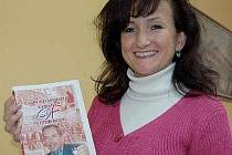 AUTORKA publikace Eva Břeňová s finálním návrhem obálky knihy, která se v současné době nachází v tisku. Její slavnostní křest proběhne 11. listopadu v Domě kultury.