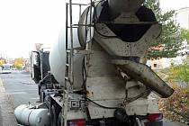 Havarované nákladní auto v Kamýcké ulici v Litoměřicích.