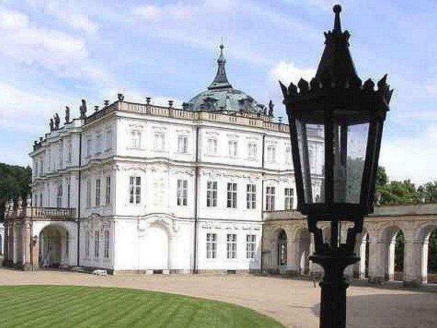 Státní zámek v Ploskovicích.