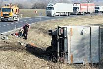 Nehoda u Ploskovic, středa 23. 2. 2011.