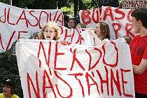 Páteční stávka před litoměřickým gymnáziem