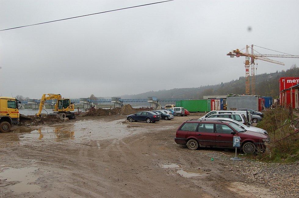 STAVBA vodní elektrárny u Štětí. Dokončena má být v únoru 2015.