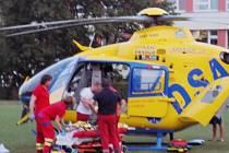 Pro vážně popáleného muže přiletěl vrtulník.