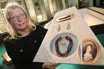 Do opravených prostor Muzea českého granátu v Třebenicích se opět po roce vrátily kopie šperků Ulriky von Levetzow, majitelky třebívlického panství