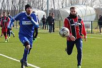Fotbalisté SK Hrobce (v modrém) remizovali s SK Štětí 1:1.