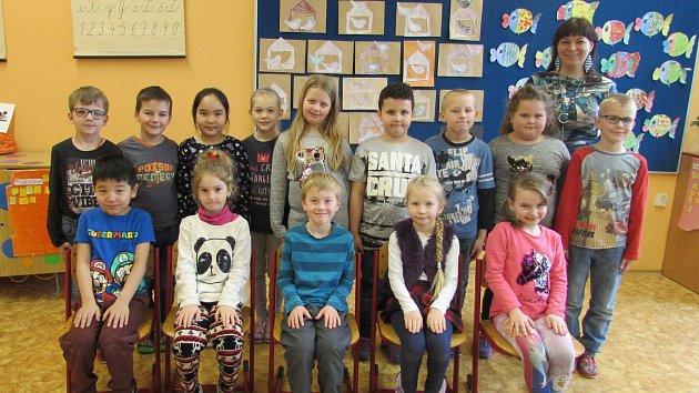 Žáci 1. A. ze Základní školy ve Školní ulici v Roudnici nad Labem s paní učitelkou Danou Houžkovou.
