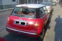 Jedno z poškozených aut místostarosty Cihly.