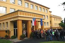 ZÁKLADNÍ ŠKOLA ve Straškově Vodochodech se k zahájení nového školnímu roku oděla slavnostně.