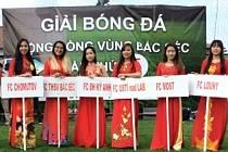 Vietnamci z Ústeckého kraje na loňském fotbalovém turnaji v Děčíně.