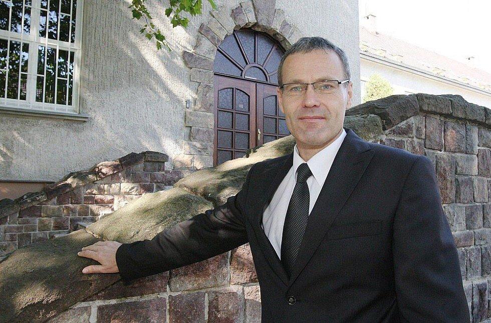 NOVÝ ŠÉF. Vlastimil Klobása nahradil od 1. října Evu Bulasovou v pozici ředitele litoměřického gymnázia. Jako svůj hlavní úkol vnímá stabilizaci uvnitř školy, které zatím má šéfovat čtyři měsíce.