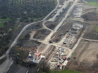 SESUV PŮDY v roce 2013 zkomplikoval stavbu dálnice D8 mezi Řehlovicemi a Bílinkou. Práce spojené s odklízením půdy jsou nyní u konce. Dálnice by měla být na konci roku otevřena.