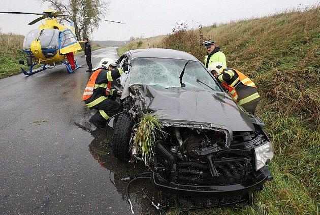 Dopravní nehoda na silnici mezi Lukavcem a Lovosicemi, středa 26. října 2011.