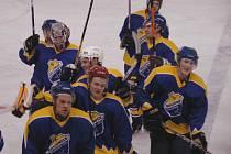 Hokejisté roudnické rezervy slaví, po vítězství v prodloužení nad Hvězdou Kladno postupují do nejvyšší krajské souteže.