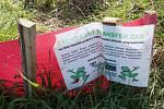 Pracovníci CHKO pomáhají žábám při migraci u Milešova