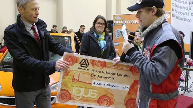 Společnost HENNLICH Litoměřice uspořádala s německým partnerem další povedenou propagační akci, kterou završila závodem dvou automobilů rozdílných kategorií.