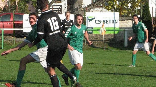 OKRESNÍ derby v Pokraticích zvládli lépe fotbalisté lovosické rezervy.