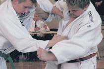 ZABOJOVAL. Reprezentant oddílu Sport Judo Litoměřice v nejtěžší hmotnosti Libor Uhlík (na snímku vpravo) vybojoval na evropském turnaji v Monaku 5. místo, když se mu podařilo porazit reprezentanta Francie a Rakouska.