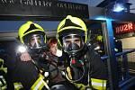 Ve čtvrtek večer proběhlo taktické cvičení profesionálních hasičů z Litoměřic, Lovosic a dobrovolné jednotky z Litoměřic na lodi Cargo Gallery.