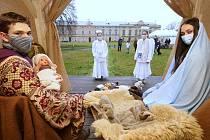 Na Domském náměstí v Litoměřicích proběhl tradiční živý betlém, kvůli pandemii koronaviru byl hodně komorní.
