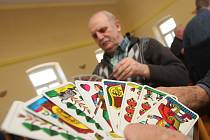 V Tašově na Ústecku si zahrálo 86 hráčů z celé republiky karty dvacetníkového mariáše Podkrušnohorské ligy.