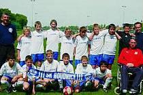 TÝM. Mladší žáci SK Roudnice obsadili na turnaji v Drážďanech pěknou čtvrtou příčku.