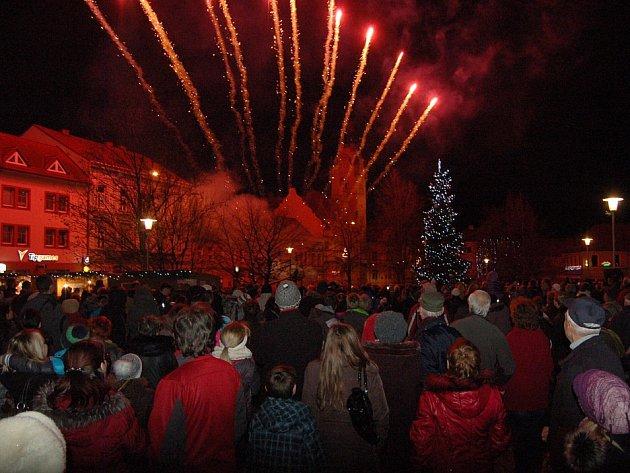 Adventní trhy a rozsvícení vánočního stromu v Lovosicích