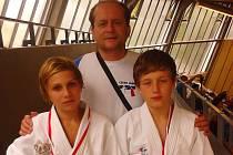 JAN SVOBODA (vlevo) a Matyáš Bartoň s trenérem Václavem Červínem.